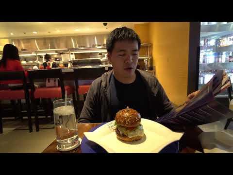 Trying Gordon Ramsay Burger in Vegas
