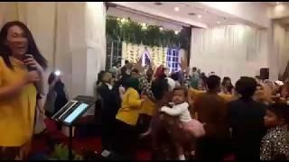 PECAHH!!!! Suasana Wedding jadi konser Dangdut   Jaran Goyang   Piano Vlog