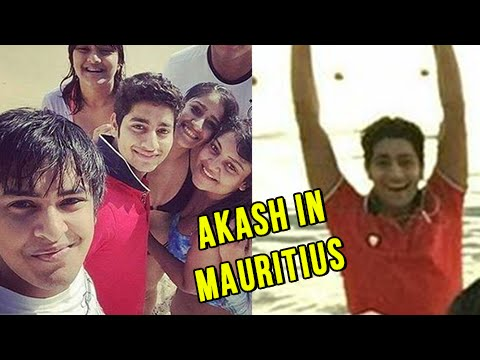 Akash Thosar Spotted On A Beach In Mauritius | PICTURES OUT | Sairat Fame Parshya