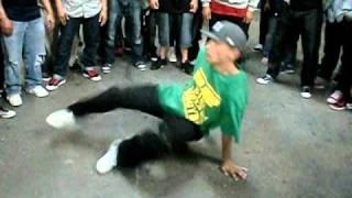 Robin (TOP9) vs Steelo (Killafornia) cypher action