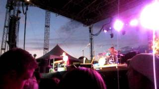 Andy Grammer: Keep Your Head Up (live)