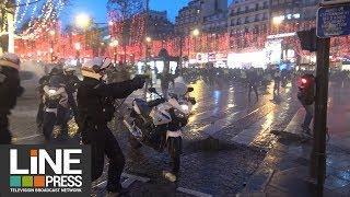 Gilets jaunes Acte 6 - Forte mobilisation et tensions dans Paris / Paris - France 22 décembre 2018