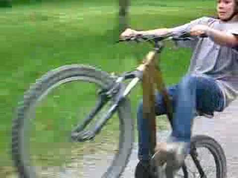 jag cyklar lite med snygg hjälm