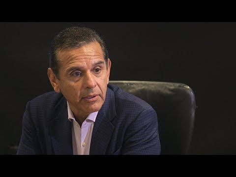 """Antonio Villaraigosa says he's not """"anti-union,"""" contrary to what some opponents say"""