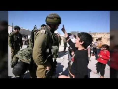 anak palestina yang berani menantang tentara israel