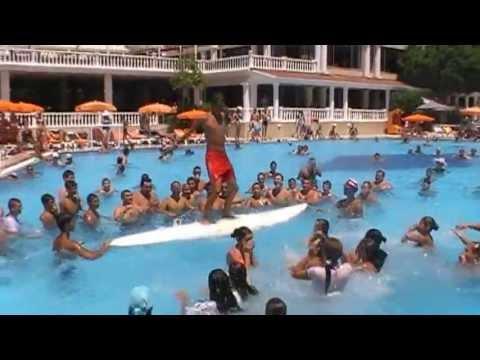 Игры у бассейна фото 373-789