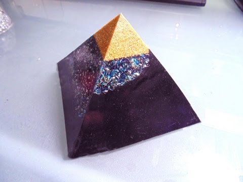 HOW TO MAKE AN ORGONITE. MAX EPOXY CASTING BASICS.
