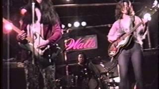 '98/07/01 Watts のライブビデオより Gt & Vo : 琴桃川凛 Dr : 金杉昭弘...
