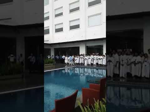 Burung Merpati Ada Di Atas Kolam Baptisan Gereja Tiberias Surabaya.