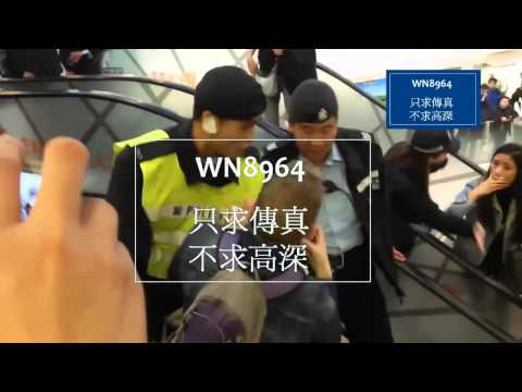 """A Hong Kong Police shout to journalist """"Go here"""" ????"""