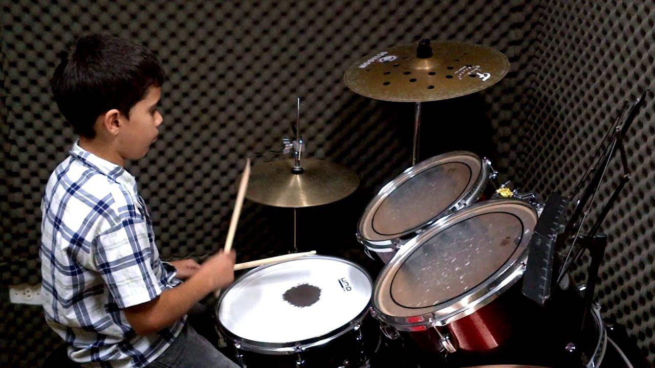 Menino de 11 anos tocando bateria (Pedro Alves) - YouTube