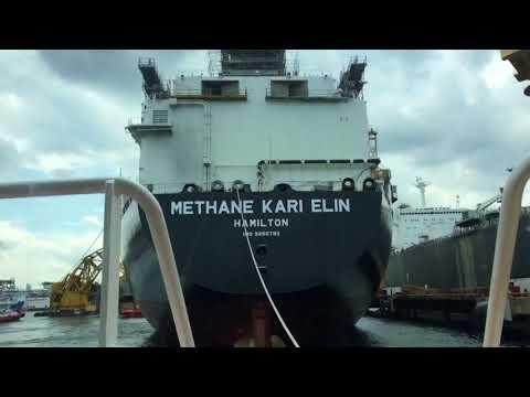 Harbourtug on Job at Port Of Singapore