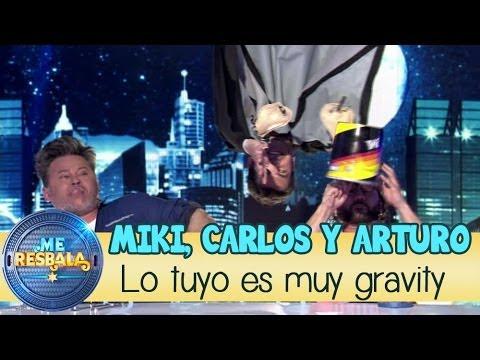 Me resbala - Lo tuyo es muy gravity: Miki, Carlos y Arturo