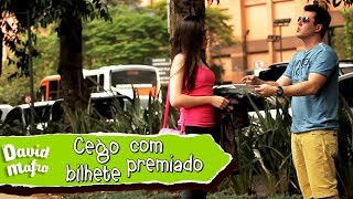 Blind man with winning scratch off Prank | Cego com raspadinha premiada