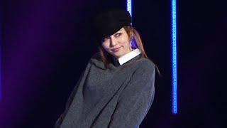 9月1日、さいたまスーパーアリーナにてマイナビ presents 第 27 回 東京ガールズコレクション 2018 AUTUMN/WINTERが開催されている。 モデル・香里奈がシークレット ...