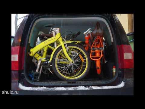 Четыре человека и четыре велосипеда в одном автомобиле