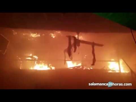 Incendio en una peña de Aldeadávila de la Ribera