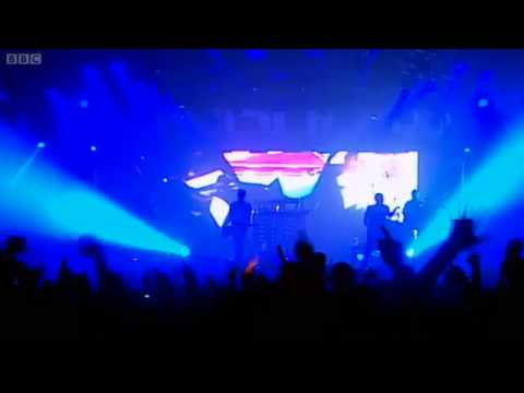 Pendulum - The Island (Dawn & Dusk) (Live at Reading+Leeds 2010) HQ