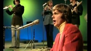 Carpenters - And When He Smiles