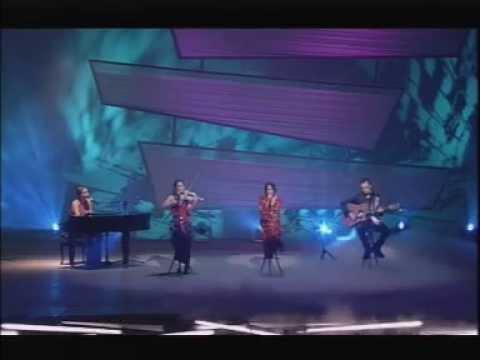 Corrs - Runaway (Royal Variety Show, 2001)