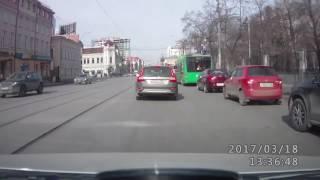 На улице 8 марта автомобилиста подрезали дважды