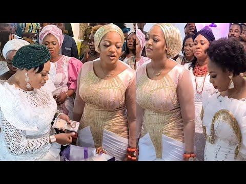Download Ooni Of Ife' Wife Step Out Dance With Her Mom,Olubori &Other On Her Birthday As People Surround Them