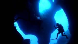 宮古島を代表する人気ダイビングポイント。 複雑ながら自然が作った造形...