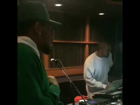Kanye West in the Studio Sampling Michael Jackson Mp3