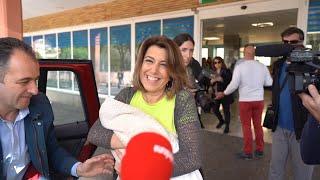 Díaz presenta a su nueva hija a la salida del hospital Virgen del Rocío
