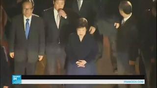 رئيسة كوريا الجنوبية تغادر قصر الرئاسة