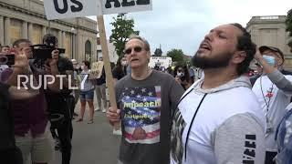 USA: Tensions high as Trump supporters, BLM protesters face off during president's visit