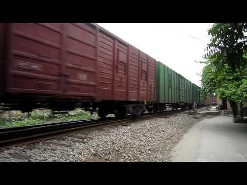 [125] D18E-602 kéo tàu hàng (20.04.2011) [HD720]