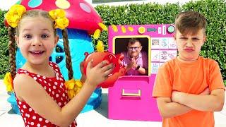 Diana와 Roma는 어린이를위한 새로운 비디오의 놀이 어드벤처 컬렉션을 가장합니다.