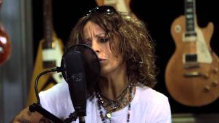 "Linda Perry ""You Mean Nothing to Me"" At: Guitar Center"