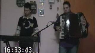 I fratelli del folklore in Rosabella del Molise con fisarmonica e tastiera