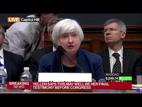 """Buy Bitcoin"" sign behind Yellen, subsequent removal"