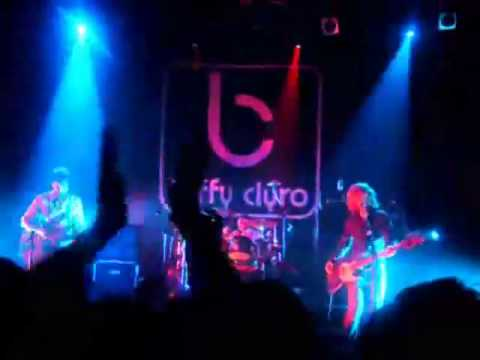 Biffy Clyro - Love Has A Diameter (Early Live Version)