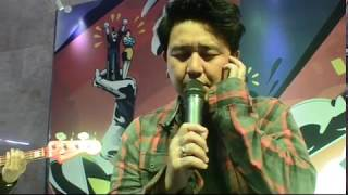 Video Pee Wee Gaskins - Satir Sarkas Accoustic Live at Gedung Telkom Bandung download MP3, 3GP, MP4, WEBM, AVI, FLV Oktober 2017