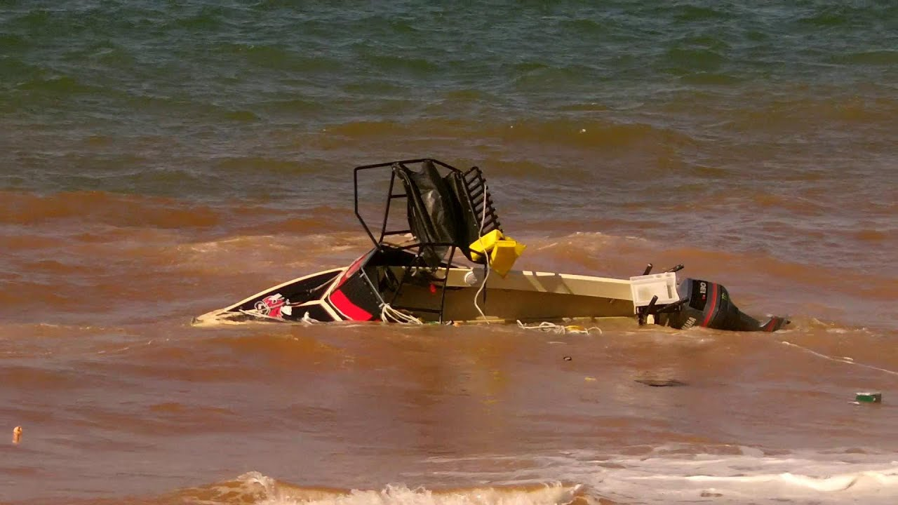 boating launch disaster boat capsized and 4wd almost dragged in