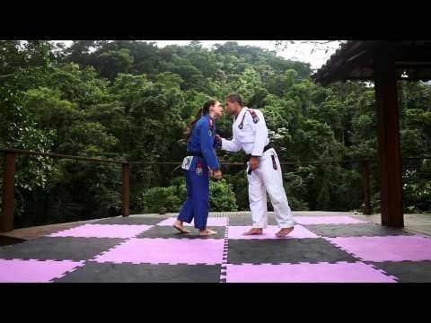 100kg: Mackenzie Dern e Tanquinho ensinam Jiu-Jitsu e Defesa Pessoal em paraíso carioca