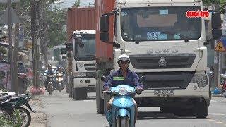 Xe container tung hoành trong giờ cấm | Truyền Hình - Báo Tuổi Trẻ