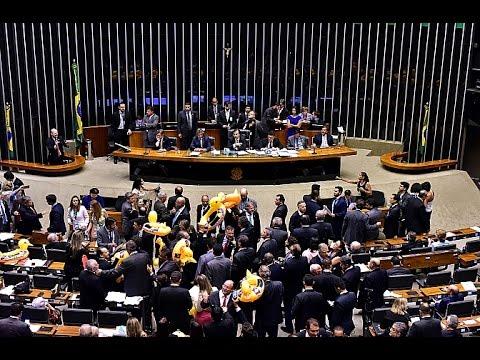 Câmara Hoje - 23/03/2017 - Plenário aprova terceirização para todas as atividades