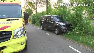 Auto tegen boom in Nieuwleusen
