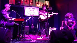 "Dillbilly- ""Weatherman"" (Live Video) featuring Julie Wolf + Vicki Randle"