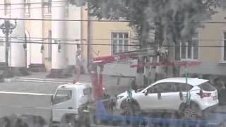 Прикол Девушка позирует на улице A girl poses at the street in underwear