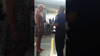 Kaliforniya Sacramento uluslararası havaalanında güvenlik üst araması