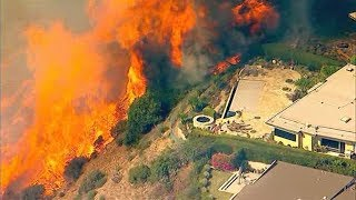 Pacific Palisades Fire Threatens Homes in Southern California | Raw