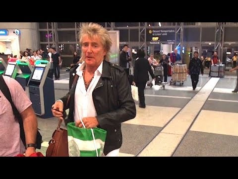 Rod Stewart With Hilarious Response When Asked If The Mayweather/McGregor Fight Was Cut Short