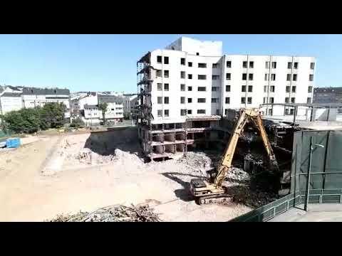 Prosigue la demolición del viejo Xeral