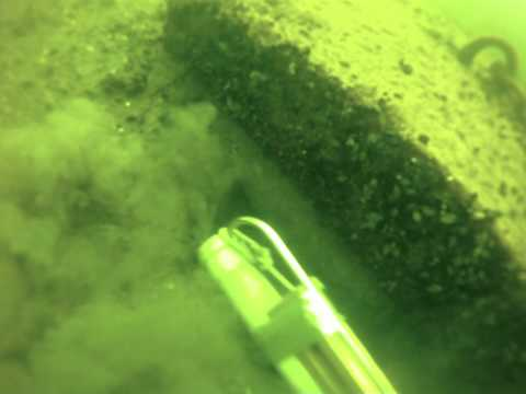 Work dive -- Suction of pontoon mooring